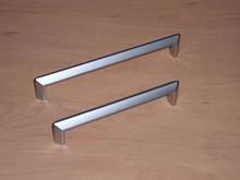Uchwyt metalowy (Zn) galwanizowany - chrom mat Zastosowanie uniwersalne  Rozstaw - 128 mm