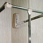 Pantograf drewnopodobny dopasowany kolorem do szafy. Umożliwia wygodne zawieszanie oraz zdejmowanie ubrań. Zapewnia optymalne wykorzystanie górnej części...