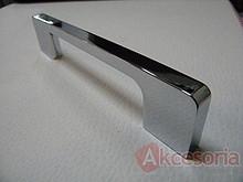 Uchwyt z kolekcji Druckguss firmy Siro. Wykonany z metalu, kolor pokrycia - chrom błyszczący. Rozstaw uchwytu 128mm.