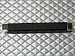 Uchwyt z kolekcji Kunstleder renomowanej firmy Siro. Wykonany z tworzywa metalizowanego. Kolor pokrycia - chrom błyszczący oraz czarna eko skóra. Rozstaw -...