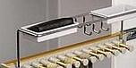 Wieszak wysuwny na krawaty i spinki J0502.  Kolor pokrycia - aluminium.  Pozwala optymalnie wykorzystać dostępną przestrzeń.
