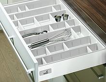 Organizer OrgaTray 560 to idealne miejsce na przechowywanie sztućców oraz różnego rodzaju przyborów kuchennych w szufladach InnoTech. Regulowane...