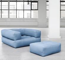 Unikalny w formie fotel z podnóżkiem. Po złożeniu daje wygodny jednoosobowy materac do spania o rozmiarze 90x200 cm Młodzieżowy styl, prostota i łatwa...