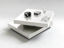 Funkcjonalność i wygoda!  Louis to niezwykle nowoczesny stolik kawowy, który przypadnie do gustu wszystkim miłośnikom tak designerskich rozwiązań....