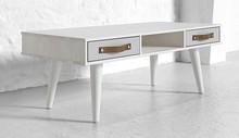 Stolik sosnowy dostępny w kolorystyce naturalnej lub białej z szufladami szarymi. Wymiary: 55x120x42 h  UWAGA - Prezentowane zdjęcia mają charakter...