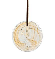 Szklana dekoracja na skórzanym rzemieniu. Ręcznie wykonana. Kolor miodowy.